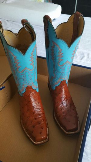 Women's leather boot for Sale in Miami, FL