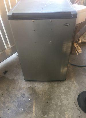 Sanyo mini fridge for Sale in Spring Valley, CA