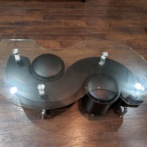 S-shaped Table With 2 Ottomans for Sale in Holly Springs, NC