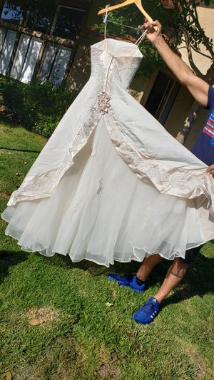 Mon Cheri designer wedding dressing with train & veil - size 6 for Sale in Huntington Beach, CA