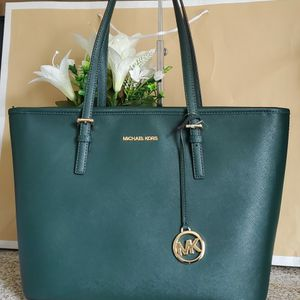 Michael kors shoulder bag for Sale in Temecula, CA