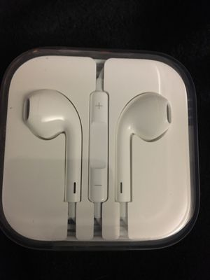 Apple - White Wired EarPods with Lightning Connector- Earphones-Headphones for Sale in Tacoma, WA