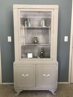 Vintage Hutch~Bookcase~Display Case Taupe& White for Sale in O'Fallon, MO