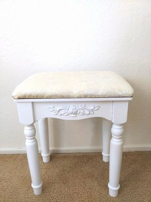 White make-up stool/chair for Sale in Concord, CA