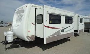 2004 Montana Mountaineer travel trailer for Sale in Victorville, CA
