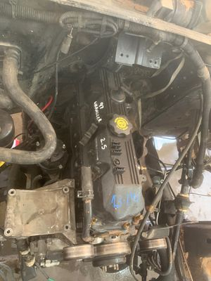 Jeep 2.5 L four-cylinder engine for Sale in Gilbert, AZ