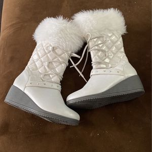 Snow boots For Girls for Sale in Silver Spring, MD