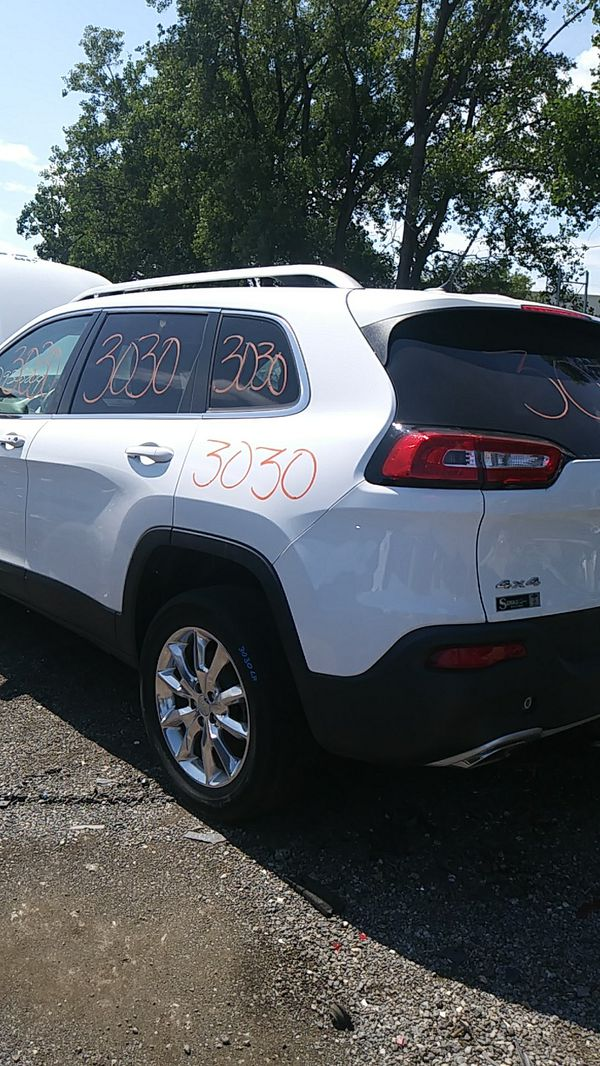 PARTING OUT A 2016 CHEROKEE, STK #3030