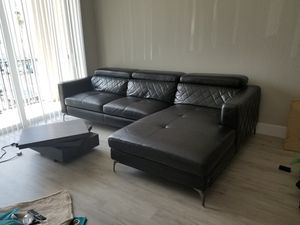 Black leather sectional for Sale in Tamarac, FL