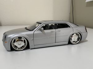 Diecast model Chrysler 300C 1:24 scale for Sale in Dewey, AZ