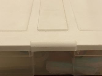 Rubbermaid Plastic Tote Clear with White Snap On Lid for Sale in Beaverton,  OR