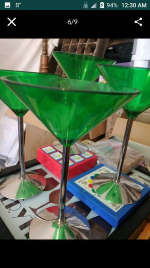 VINTAGE ANTIQUE MARTINI GLASSES AND ICE BUCKET RETRO GREEN for Sale in Las Vegas, NV