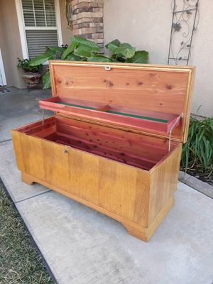 "VINTAGE ""LANE FURNITURE MFG"" CEDAR HOPE CHEST W/ KEY LOCK (CIRCA 50'S) 47""W×18.5""D×20""H for Sale in Corona, CA"