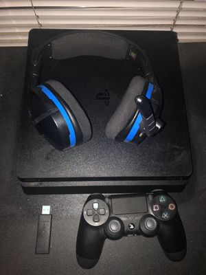 PS4 w/ Controller & Wireless Headset for Sale in Tacoma, WA