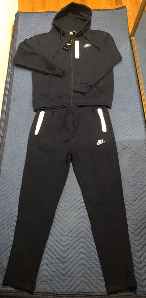 Nike sweatsuit size medium, xl and 2xl for Sale in Bloomfield, NJ