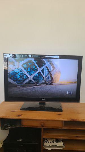 "37"" LG TV for Sale in Oceanside, CA"