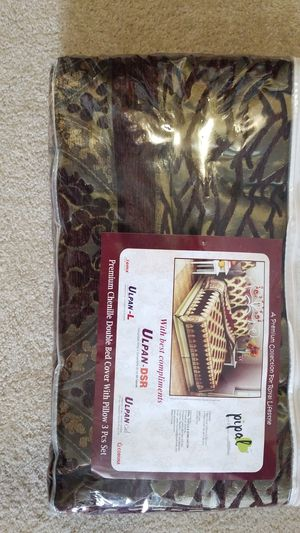 3 piece set - Bed cover with 2 pillow cases for Sale in Falls Church, VA