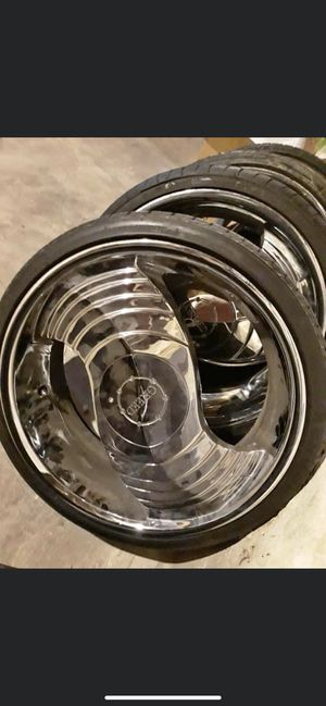 20 inch greed rims 5 lug universal for Sale in Clinton, IA