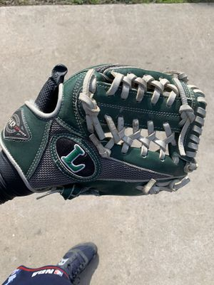 Baseball glove for Sale in Monterey Park, CA