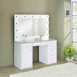 Clear Top White Vanity Hollywood Makeup Storage Lots Of Drawers Compartments for Sale in Anaheim,  CA