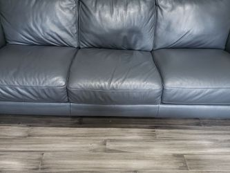 Gray Leather Couch for Sale in Tacoma,  WA