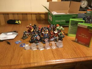 Disney Infinity Xbox 360 game with a bunch of characters for Sale in Lake City, MI