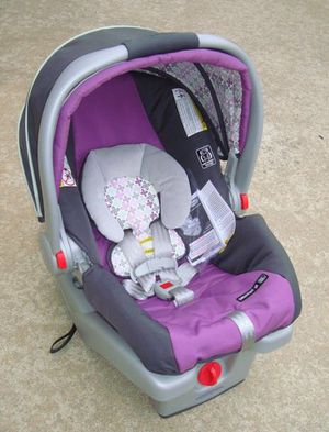 Graco Infant Car Seat Plus Snap n Go Stroller (Purple) for Sale in Cinnaminson, NJ