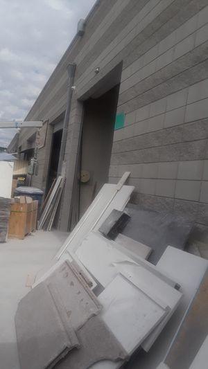 Hay espacio para cortar por slab Mármol y granito for Sale in Los Angeles, CA
