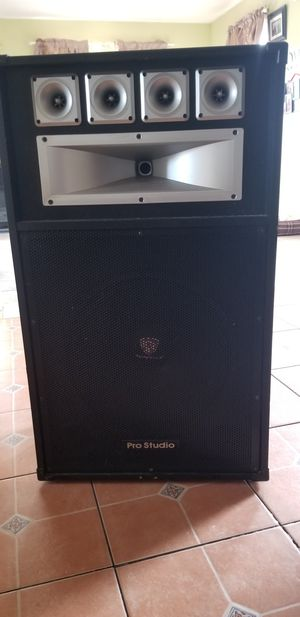 Speakers/DJ Equipment throw me an offer for Sale in Kent, WA