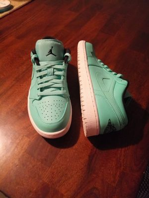 RARE. Air Jordan 1 hyper turquoise. Size 9 men. Size 10.5 women. TRADE or cash. Intercambio o cash. TRADE for shoes or beats headphones. for Sale in Phoenix, AZ