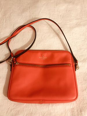 KATE SPADE SLIM CROSSBODY PURSE for Sale in Columbus, OH