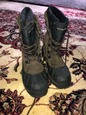 COLUMBIAN BOOTS FOR MEN SIZE 8 for Sale in Falls Church, VA