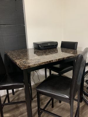Kitchen table with 3 chairs for Sale in Sterling Heights, MI