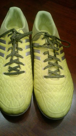 Adidas indoor soccor cleats size 10 1/2 for Sale in Elk Grove Village, IL