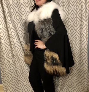 Brand new natural polar fox fur vest with pockets! for Sale in Glenview, IL