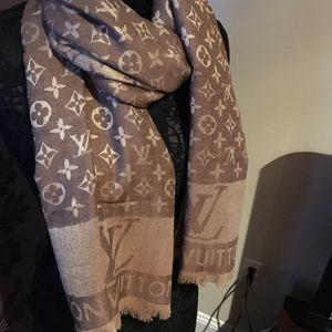 Authentic Louis Vuitton monogram brown scarf for Sale in Montvale, NJ