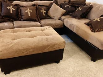 L Shaped Family Couch With Matching Pillows for Sale in Carrollton,  TX