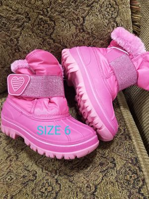 Snowboots toddler 6 and 7 for Sale in St. Cloud, MN