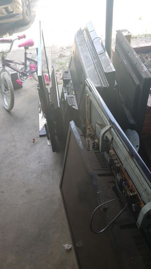 Free flat screens scrap metal for Sale in TEMPLE TERR, FL