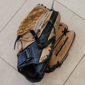 Mizuno youth baseball glove 11.5 Max flex with Velcro strap for Sale in Aliso Viejo, CA