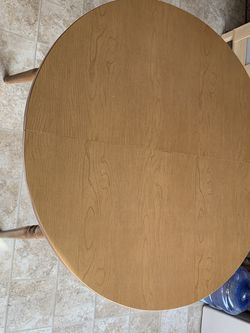 Kitchen table With leaf Extensions for Sale in Edmonds,  WA