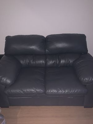 Leather love seat couch for Sale in Los Angeles, CA