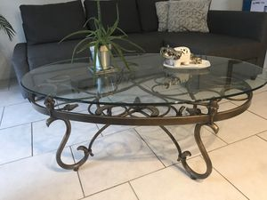 Living room table and two chairs for Sale in Orlando, FL