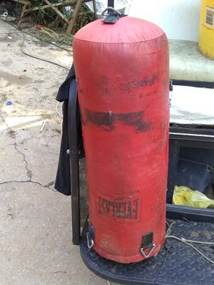 Everlast punching bag for Sale in Dallas, GA
