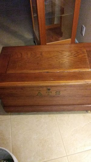 Solid wood chest for Sale in Cape Coral, FL