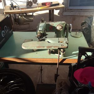 Antique sewing machine and table for Sale in Phoenix, AZ