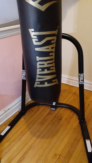 Everlast brand punching bag combo for Sale in Chicago, IL