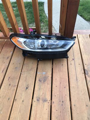 2014 Ford Fusion headlight for Sale in Hamtramck, MI