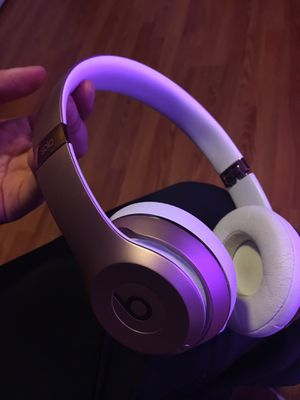 Beats by Dre solo 3 wireless headphones -rose gold for Sale in San Francisco, CA