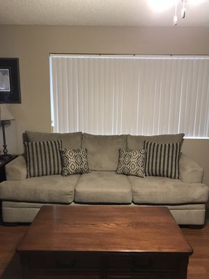 Couch and love seat set for Sale in Gilbert, AZ